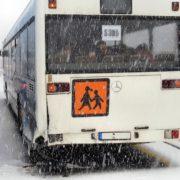 Schulbuss rutschte in Wuppertal von der Straße