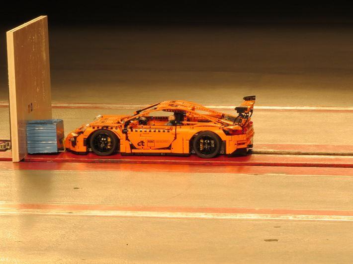 Lego Porsche im Crashtest
